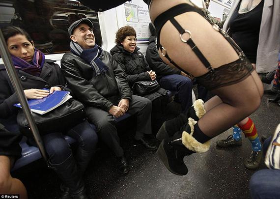 Día sin pantalones' en el Metro de Nueva York Hoy en día hay días para todo: incluso para el No Pants Subway Tour, una flash mob anual. Este año se celebró el 13 de enero.