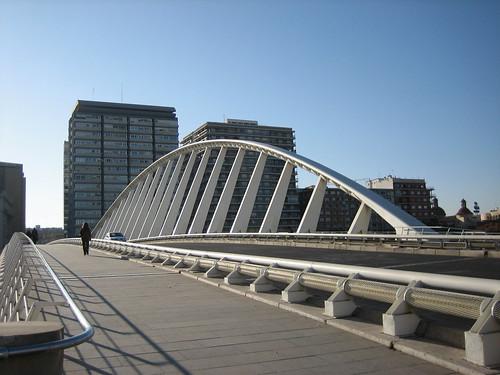 Puente de la Exposición por Visentico / Sento.
